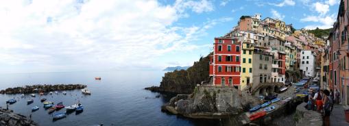 Vista panorâmica de Riomaggiore, Cinque Terre.